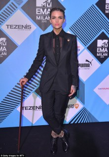 2DC984D200000578-0-Meanwhile_on_Sunday_Ruby_arrived_on_the_MTV_EMA_red_carpet_carry-a-50_1446163872462