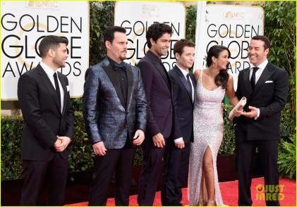entourage-cast-steps-out-together-at-golden-globes-2015-15